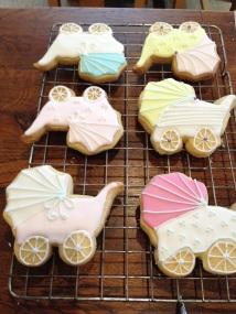 Baby shower biscuits